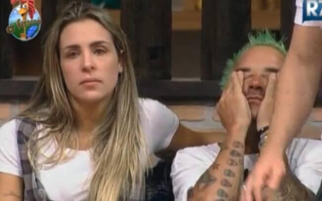 Joana Machado e Gui Pádua choram ao ler carta deixada por Duda