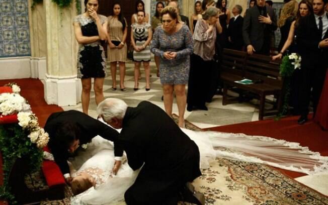 Nicole morreu no altar após ver fotos de Thales e Leila se beijando