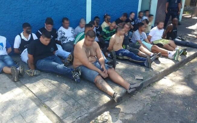 Torcedores detidos durante briga em Guarulhos, na região metropolitana de São Paulo