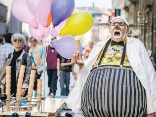 """Âncora. Paolo Nani é a principal atração do festival. Aqui, cena de """"Jekill on Ice"""""""