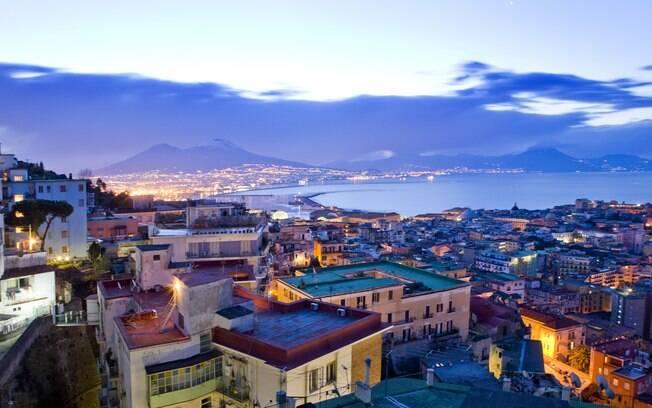 Nápoles reúne belezas naturais e preservação histórica