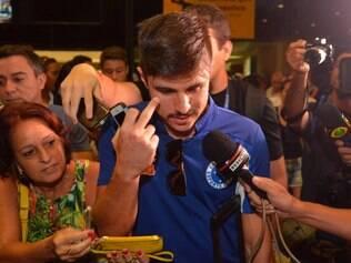 ESPORTES - BELO HORIZONTE MG - 21.4.2014 -  Chegada da delegacao do Cruzeiro em Belo Horizonte MG. Na foto Willian do Cruzeiro. Foto: Douglas Magno / O Tempo