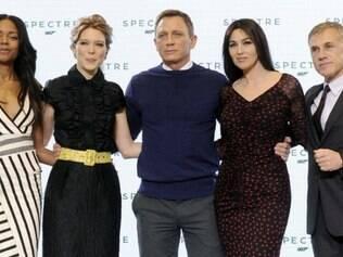 Elenco reunido: Naomi Harris, Léa Seydoux, Daniel Craig, Monica Bellucci e Christoph Waltz