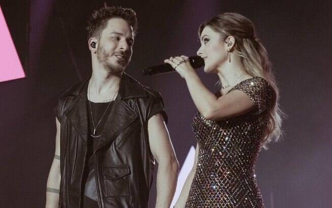 sandy e junior no palco