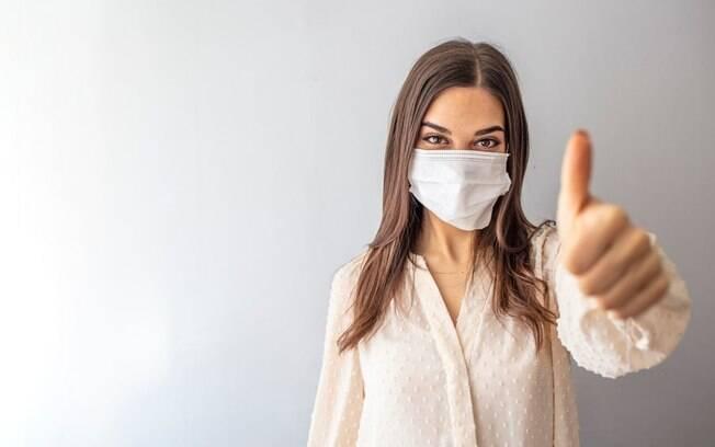 As pessoas vacinadas estão dispensadas de usar máscara?