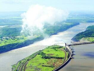 Vista de Itaipu.  Estudo afirma que Brasil se acomodou por ter construído tantas usinas hidrelétricas