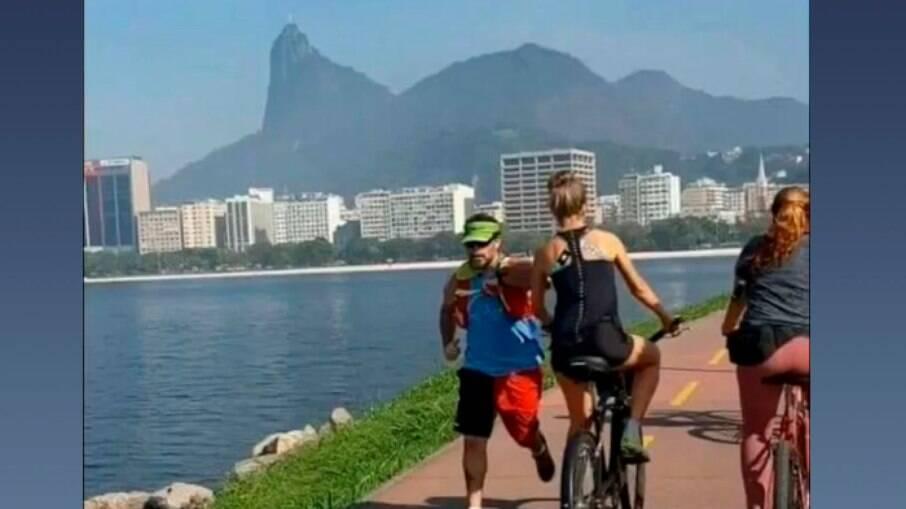 Homem que deu cotovelada em ciclista no Rio é policial civil