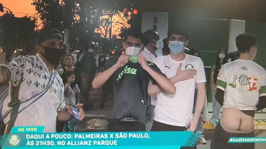 Torcedor do Palmeiras mostra a bunda ao vivo