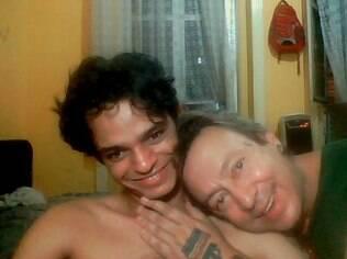 Ricardo Aguieiras é 48 anos mais velho que o parceiro John Botelho