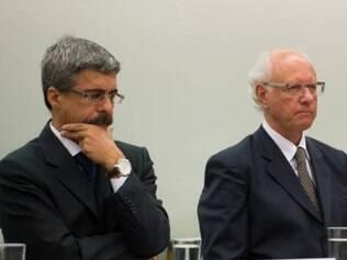 Vice-presidente da Engevix, Gerson Almada (à direita), preferiu manter silêncio na CPI da Petrobrás. O deputado Luiz Sérgio (à esquerda) pediu a dispensa do executivo