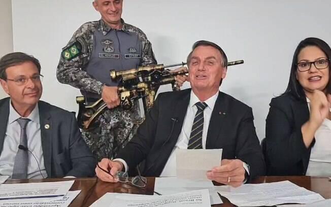 Bolsonaro só derrota Boulos