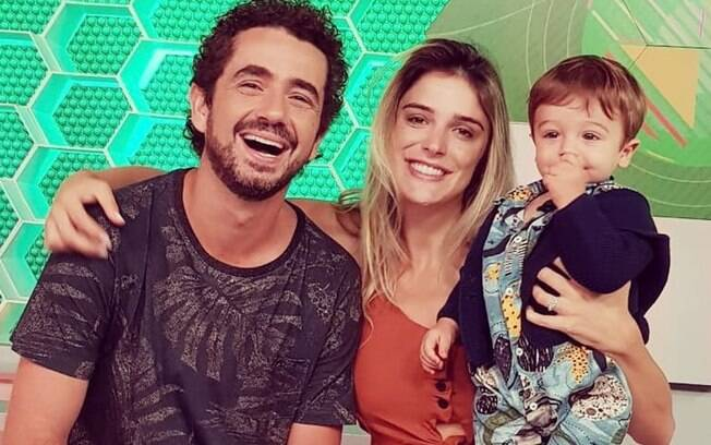 Felipe Andreoli e Rafa Brites com o filho Rocco