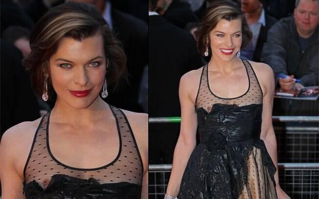 Milla Jovovich optou por ousar no modelo do vestido. Porém, se mexeu demais e a peça saiu do lugar, mostrando seus seios