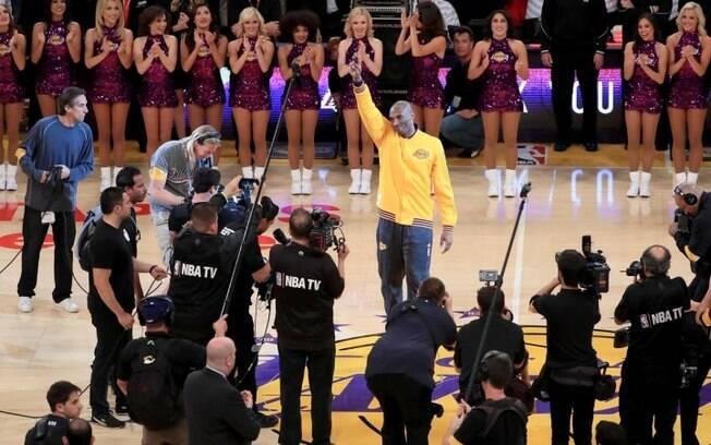 Kobe Bryant foi ovacionado em seu último jogo na NBA há exatos um ano