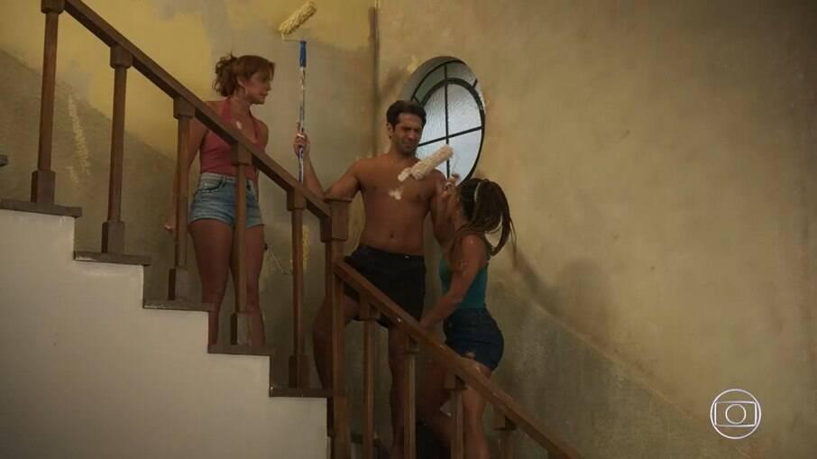 Alexia e Bel brigam por Zezinho