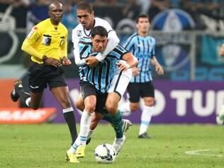 Grêmio teve a estreia de Giuliano, mas não conseguiu sair de campo com a vitória