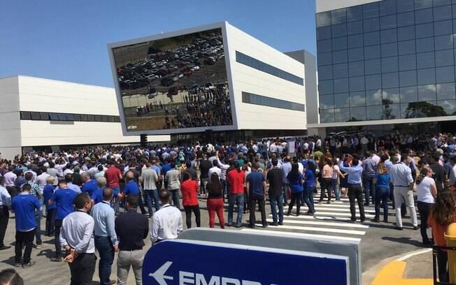 Funcionários da Embraer conheceram novas instalações da unidade Eugênio de Melo nesta terça-feira (21)