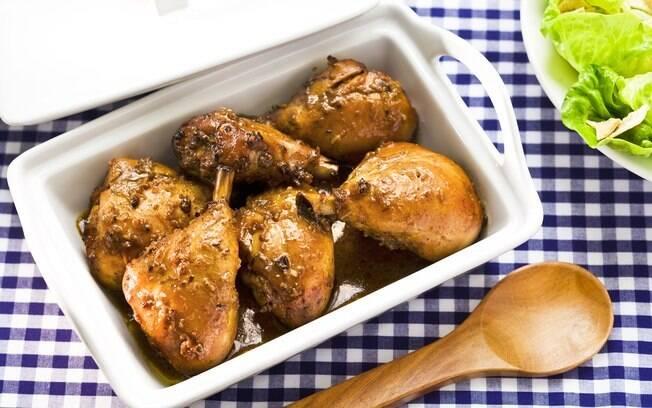 Coxas de frango em refratário
