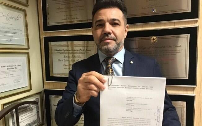 O deputado federal Marco Feliciano protocola pedido de impeachment contra o vice-presidente Hamilton Mourão