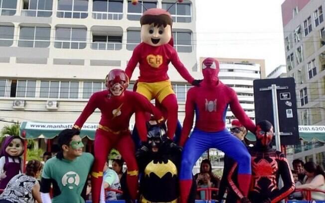 Super-heróis trabalhavam como animadores de trenzinho na avenida Beira Mar