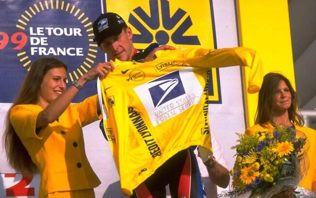Recuperado, Lance Armstrong competiu na Volta  da França em 1999 e assumiu a liderança da  competição