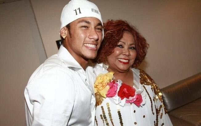 Neymar encontrou Alcione nos bastidores do Show da Virada