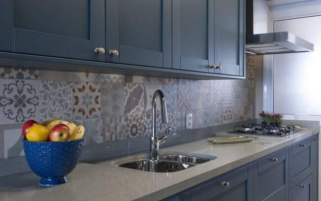 Arquiteta explica os tipos de materiais que podem ser usados para a bancada de cozinha e suas principais características