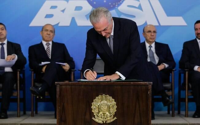 Para especialista, lei da terceirização sancionada por Michel Temer