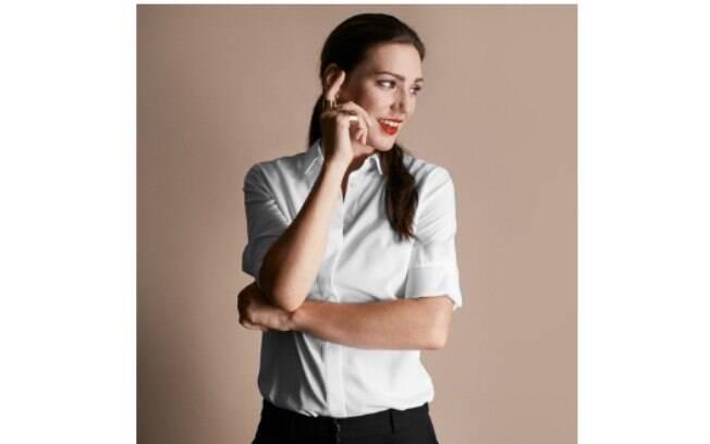 Aparentemente é uma camisa branca como outra qualquer, mas ela é à prova de mancha. Peça custa US$ 60, em torno de R$ 187