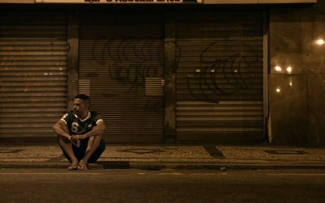 Cena de Cartas para um Ladrão de Livros, que já está em cartaz nos cinemas do Brasil