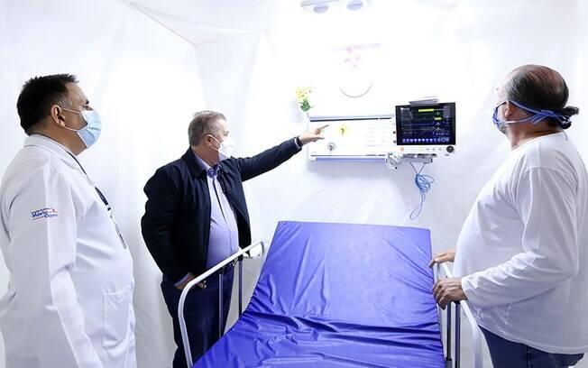 Jonas Donizette em visita a hospital de campanha em Campinas