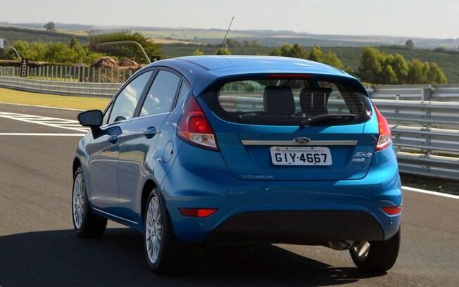 O Ford Fiesta com motor 1.6 pode não ser tão gostoso de dirigir quanto o 1.0, mas é bem econômico e bem mais barato.