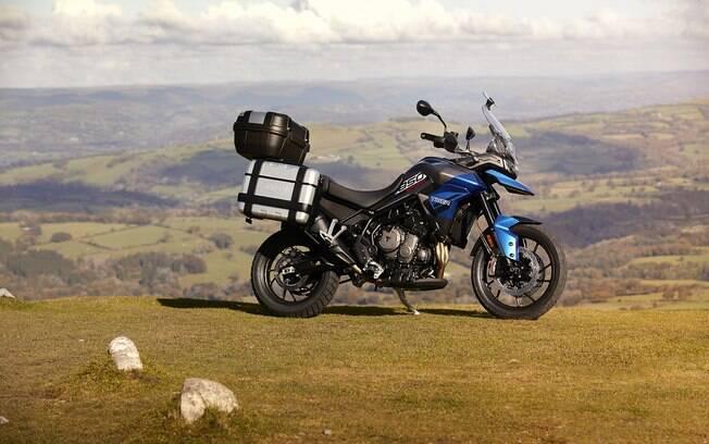 Triumph Tiger 850 Sport também pode vir com acessórios originais, como os baús para levar bagagem extra em viagens mais longas