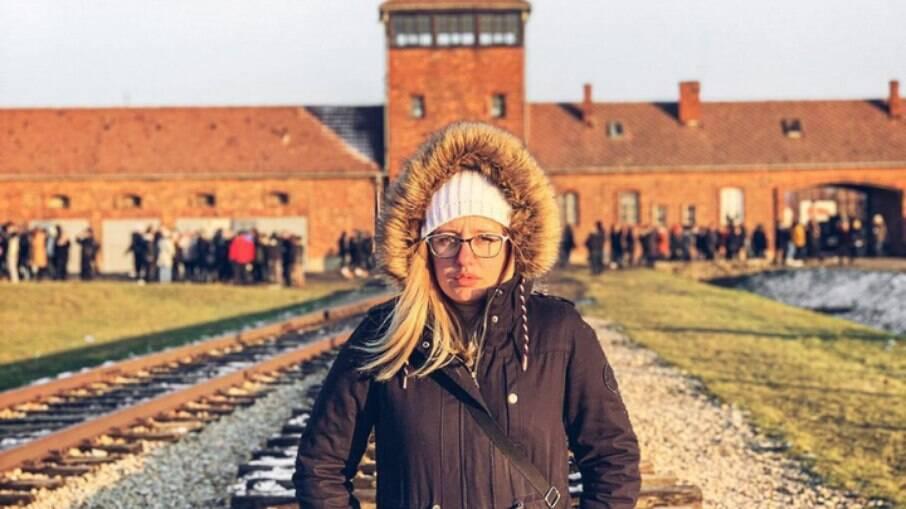 A youtuber Carol Capel em Auschwitz