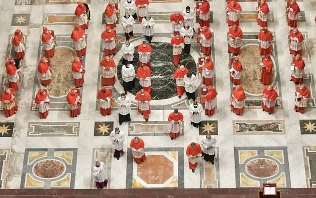 Cerimônia de posse dos novos cardeais, chamada de consistório, foi adaptada em razão da pandemia da Covid-19
