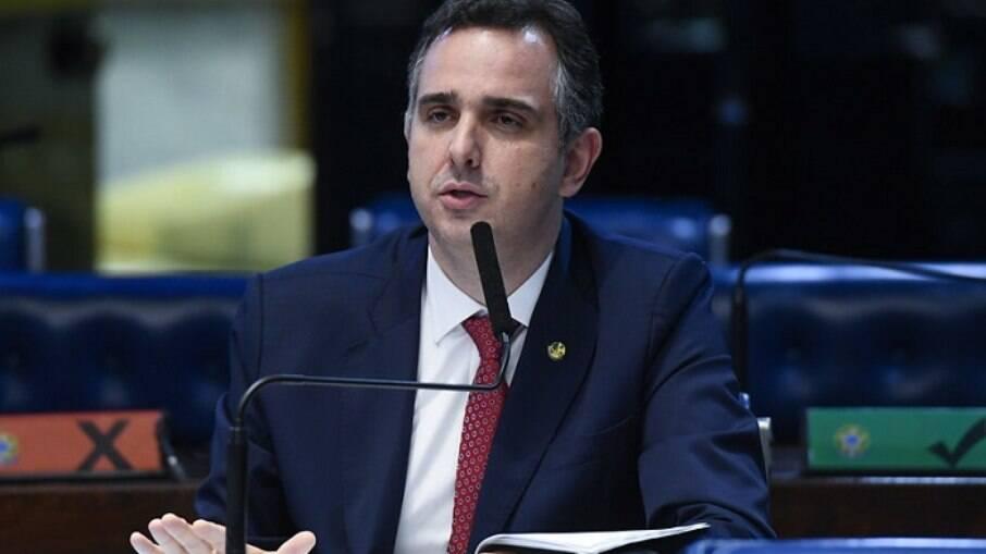 Pacheco pede agilidade de Guedes para retomar programa de redução de jornadas e salários