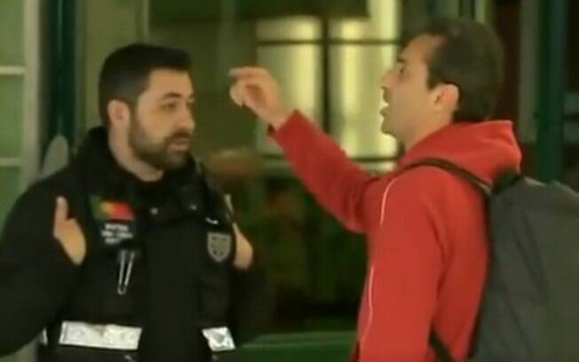 Jonas, do Benfica, discute com torcedores do Sporting após eliminação na Taça de Portugal