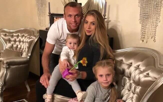 Denis Glushakov é jogador do Spartak Moscou, da Rússia. Sua mulher é Daria Glushakova