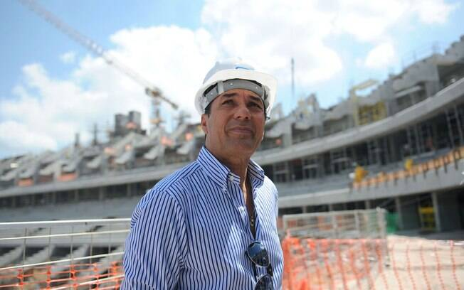 Vanderlei Luxemburgo visitou obras da Arena  do Grêmio