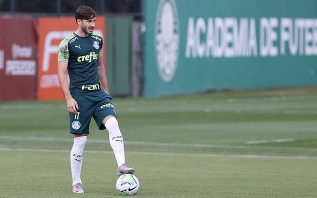 Viña é diagnosticado com Covid-19 e Palmeiras chega a seis desfalques devido ao vírus