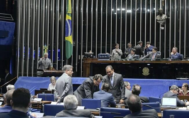 Senadores discutem sobre a criação de uma CPI dos Tribunais Superiores