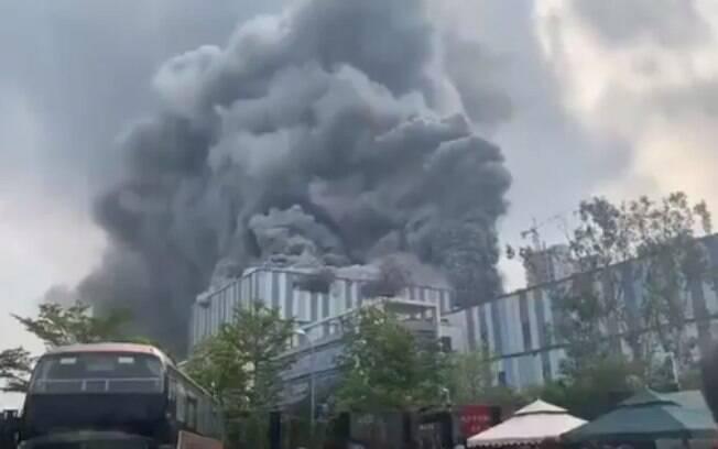 Laboratório da Huawei em chamas na China