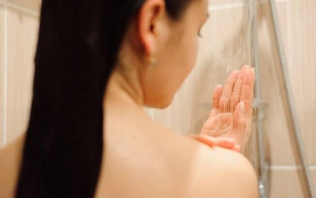 O excesso de sabonete íntimo pode alterar o pH da flora vaginal e afetar a lubrificação feminina