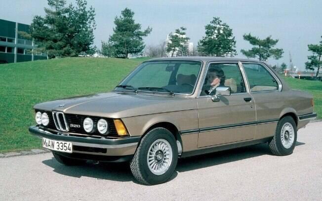 BMW Série 3: Há 45 anos, em 1975, surgia o primeiro sedã de entusiastas automotivos, unindo desempenho, praticidade e tecnologias