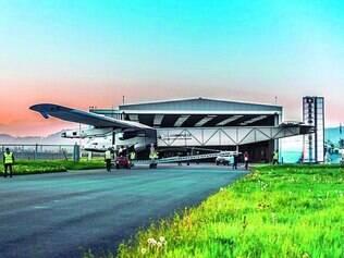Dimensões. Envergadura da aeronave é de 72 m, para alocar placas solares, e o peso total não passa de 2,5 toneladas