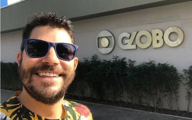 Evaristo Costa tinha uma carreira promissora na Globo, mas desistiu para trabalhar com publicidade e viver com a esposa na Inglaterra