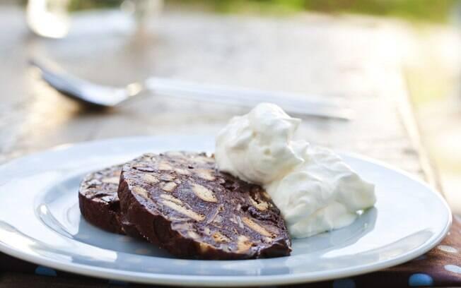 Foto da receita Salame de chocolate com frutas secas pronta.