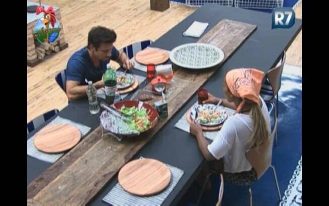 Marlon e Joana almoçam juntos