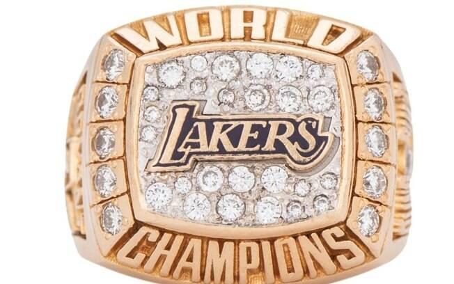 Réplica do anel de Kobe Bryant foi leiloada nos Estados Unidos