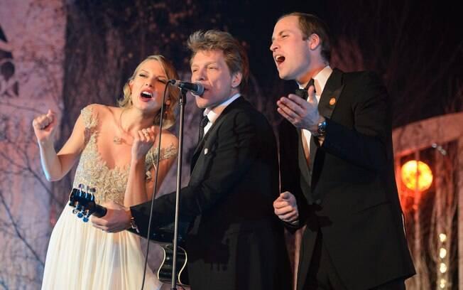 Taylor Swift, Jon Bon Jovi e príncipe William cantam juntos em baile de gala